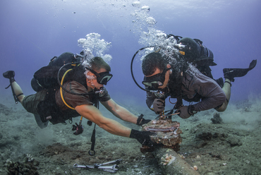 Seabees_remove_corroded_zinc_anodes_from_an_undersea_cable._(28073762161).jpg