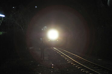 800px-Kalka-Shimla_Railway_at_night_in_Solan_-_approaching_train.JPG