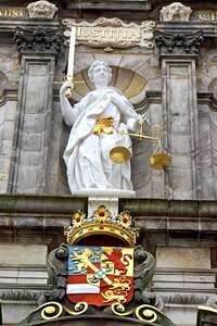 800px-Netherlands-4589_-_Lady_of_Justice_&_William_of_Orange_Coat-o-Arms_(12171086413).jpg