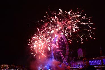 New_Years_2014_Fireworks_-_London_Eye-WM.jpg