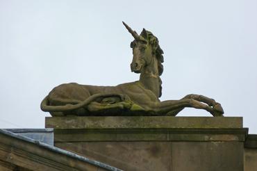 Unicorn_sculpture,_York_Crown_Court-Tim-Green.jpg