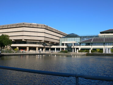 The_National_Archives_at_Kew_-_geograph.org.uk_-_2127149.jpg